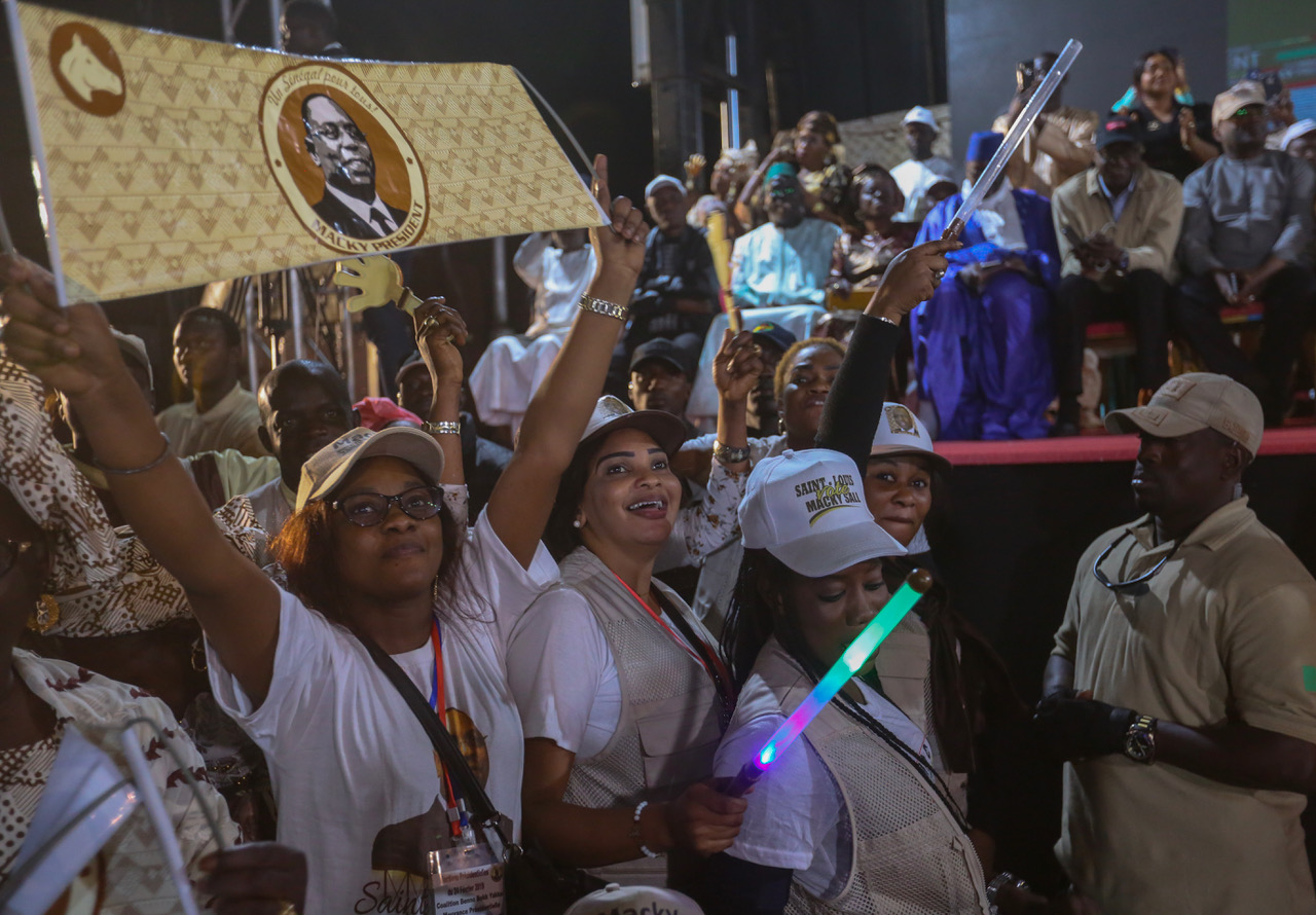Photos : Meeting départemental du candidat Macky Sall, une vraie déferlante humaine à Saint-Louis