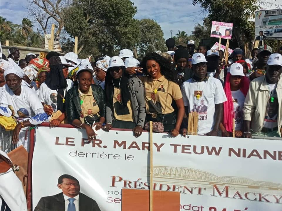 Photos de la forte mobilisation de Mary Teuw Niane à la place Faidherbe (Saint-Louis)