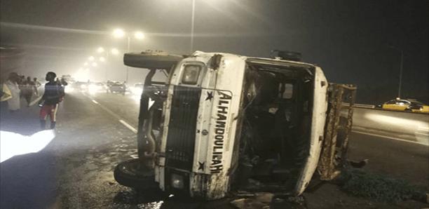 Grave accident à Sébikotane : Un car «Ndiaga ndiaye» en provenance de Thiès se renverse (Vidéo)