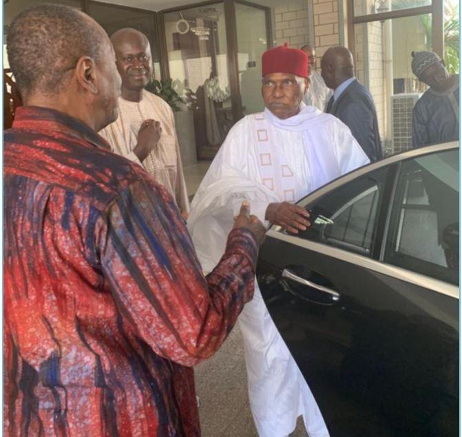 """Wade a promis à Alpha Condé de """"contribuer à la victoire de Macky Sall à la Présidentielle"""", selon Cheikh Yerim Seck"""