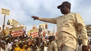 Campagne à Dakar: Macky Sall démarre par l'étape cruciale de la Médina