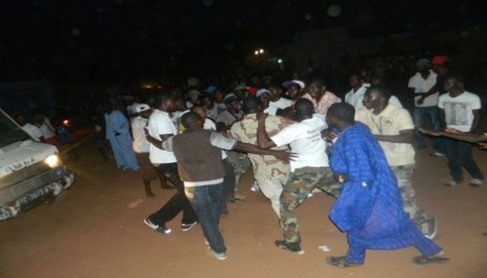 Urgent: Bagarre entre militants de Macky et ceux de Sonko