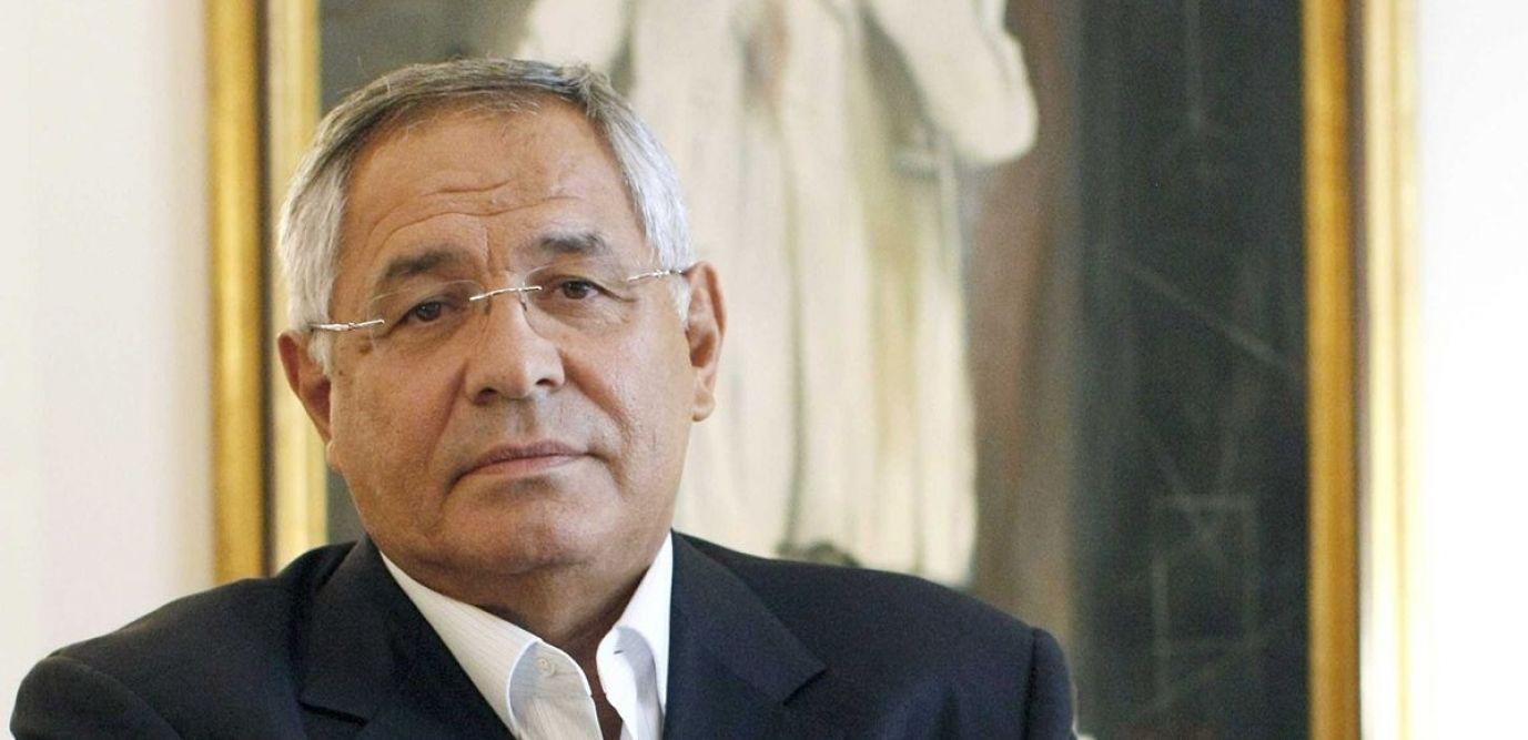 Affaire costumes de Fillon: Macron sanctionne Robert Bourgi