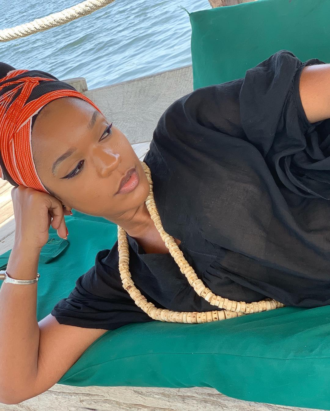 Photos : Penda de la série Idoles étale sa sensualité au bord de la mer