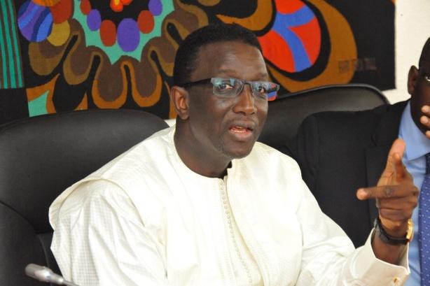 Le ministre de l'Economie et des Finances Amadou Bâ offre 40 bœufs et chameaux aux Layènes