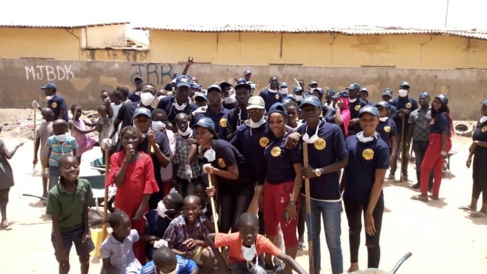 Photos : ChallengeCleanUpTour, la Jeunesse de Kaolack (JRK) relève le défi