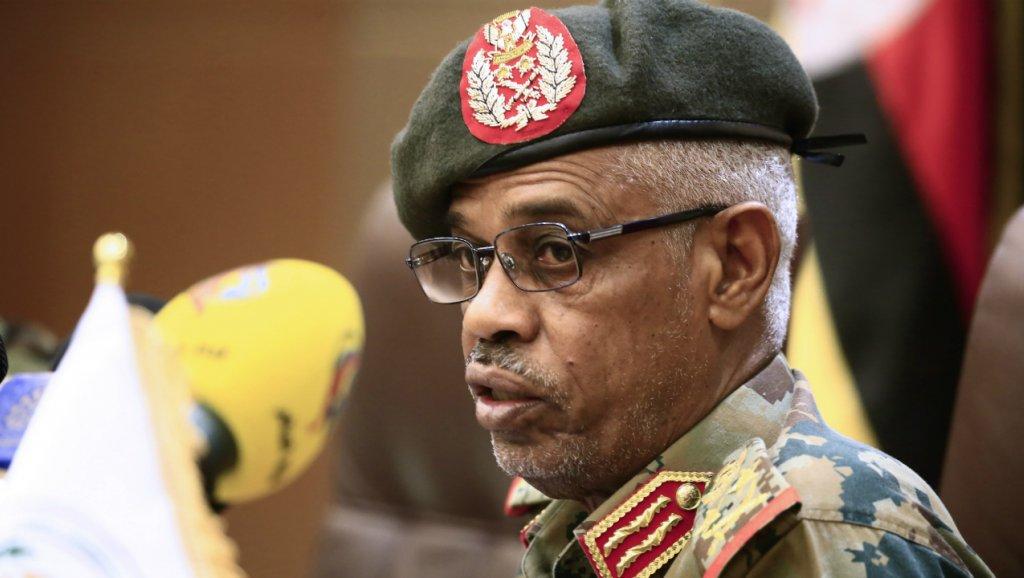 Soudan: le chef du Conseil militaire de transition annonce sa démission