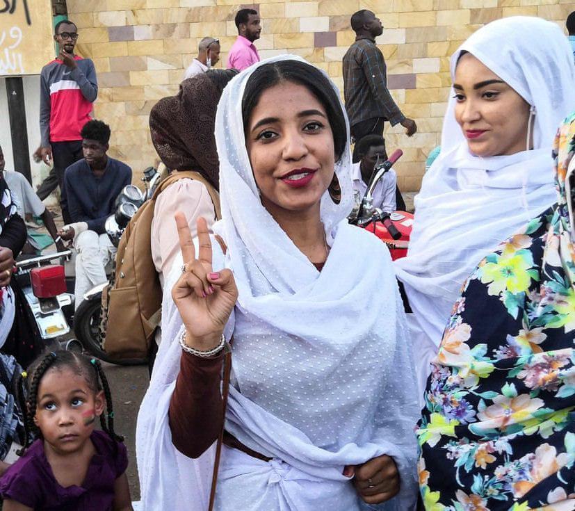 Alaa Saleh à 22 ans, égérie de la révolution soudanaise (vidéo)