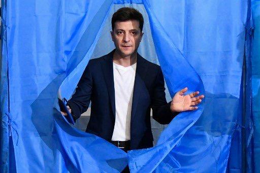 Ukraine: le comédien Volodymyr Zelensky élu président avec 73% des voix
