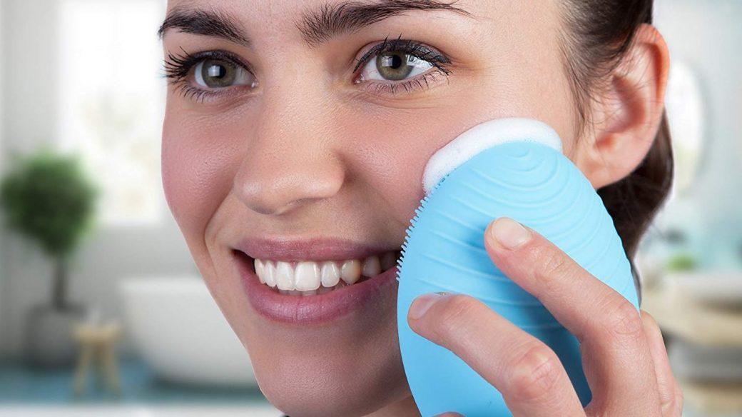 Brosse nettoyante pour le visage: comment la choisir?