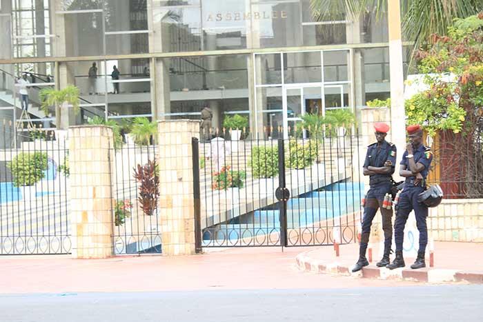 Projet de révision de la Constitution:  la police étouffe  dans l'œuf toute tentative de manifestation