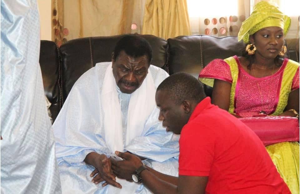 Le Grand journaliste El Hadji Dame Diop dit Dadi en compagnie de Serigne Béthio Thioune