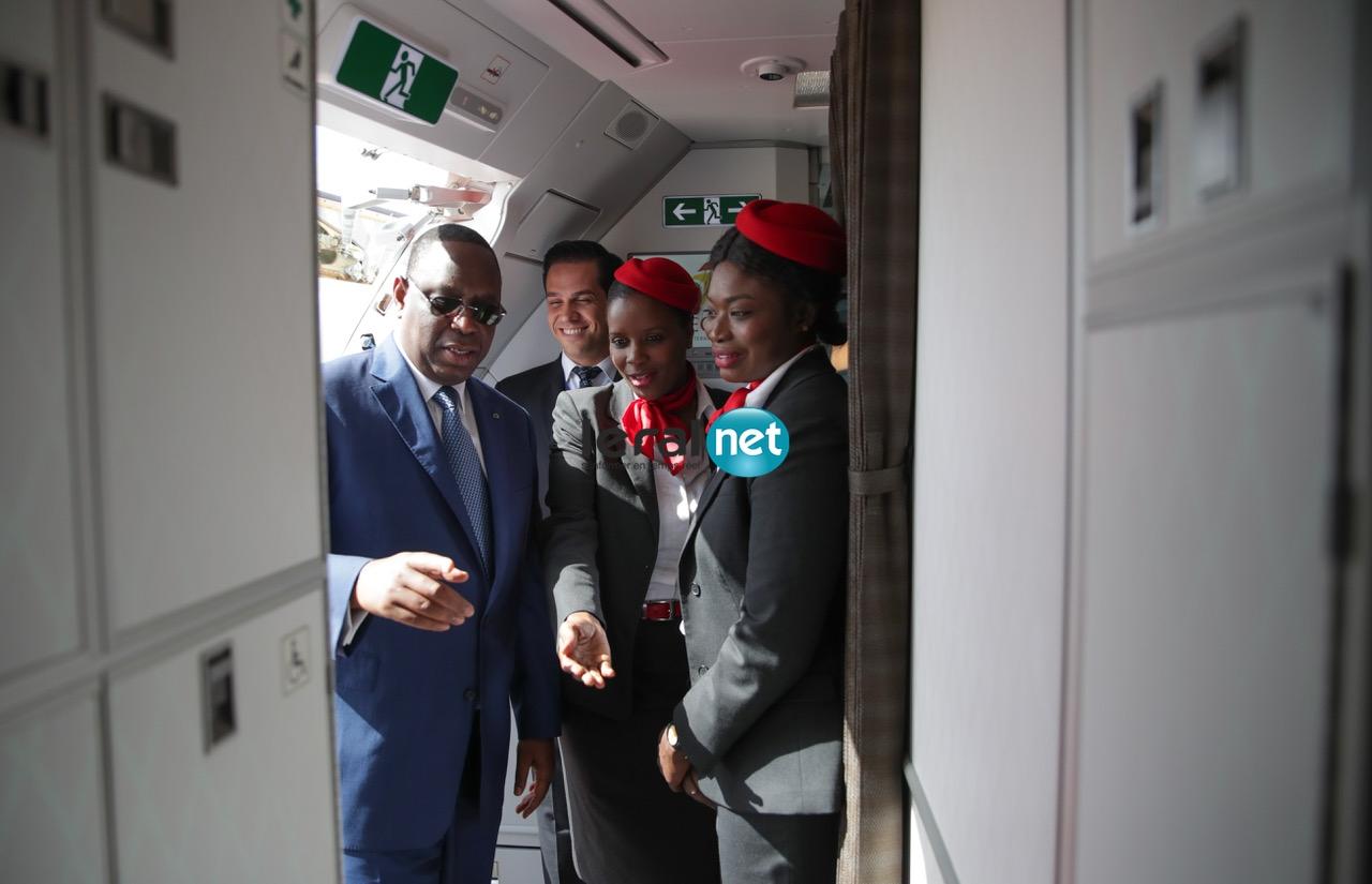 Le président Macky Sall a rallié Paris à bord d'un vol régulier d'Air Sénégal ( Photos- Vidéos )