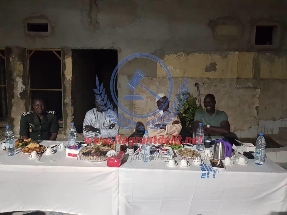 """PHOTOS - Khalifa Sall en plein """"ndogou"""" à la prison de Rebeuss"""