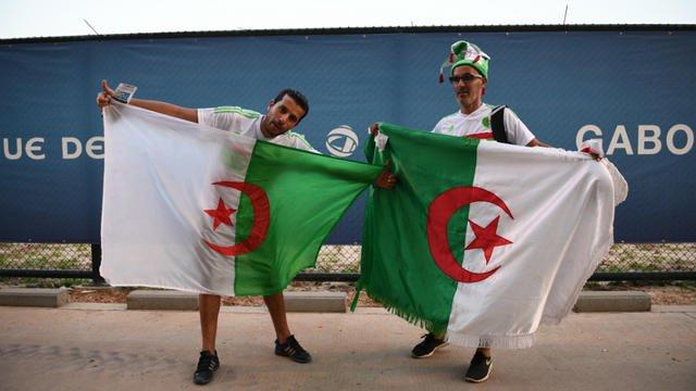 Un supporter algerien expulsé d'Egypte pour avoir brandi une pancarte…