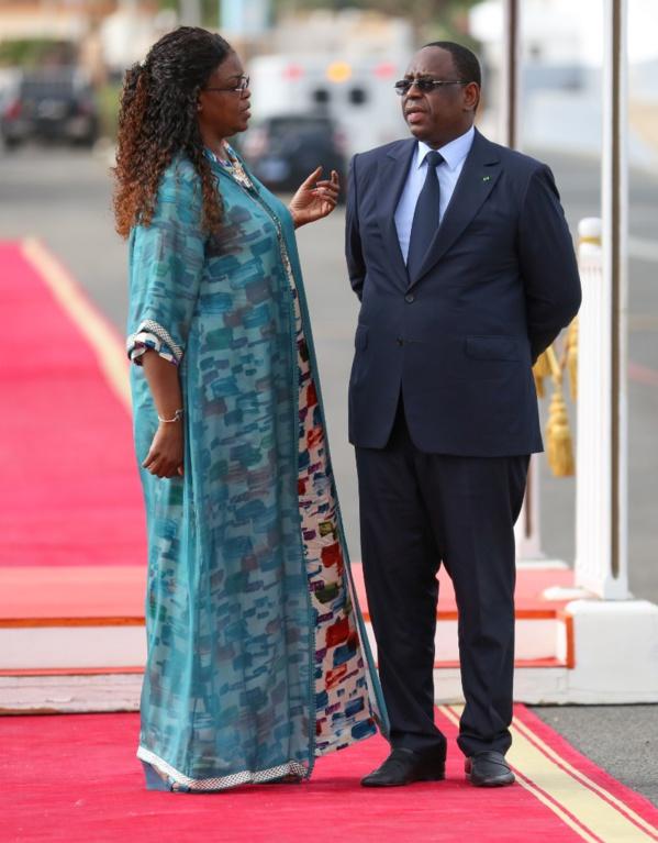 PHOTOS - Elégance et classe, la Première Dame confirme sa réputation à l'accueil du roi du Swaziland
