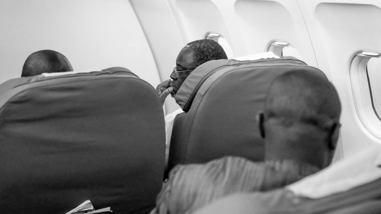 Retour de Niamey sur Fly Air Sénégal, le Président Macky SALL à bord du vol