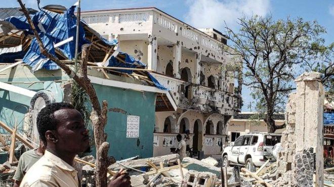 Un attentat à Kismayo: au moins 26 morts parmi des hommes armés dans un hôtel somali