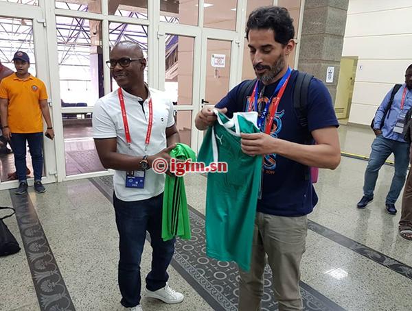 PHOTOS - CAN 2019: échange de maillots entre presse sénégalaise et algérienne