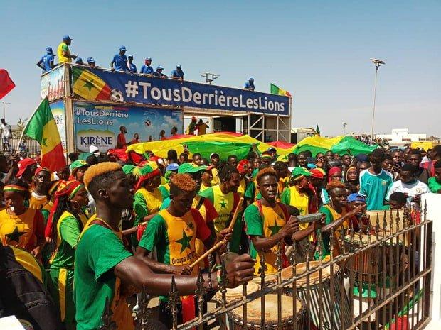 """Aéroport LSS : Les """"Lions"""" accueillis en héros par une foule de supporters en liesse ( images)"""