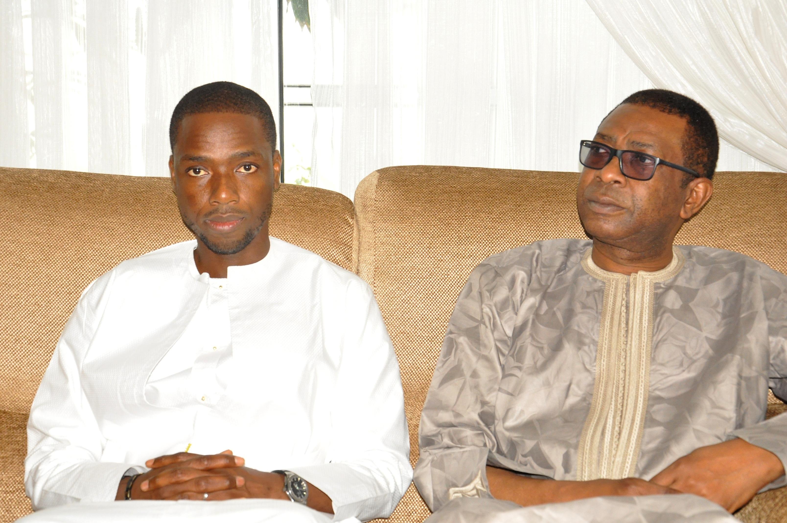 Youssou Ndour chez Tanor pour présenter ses condoléances