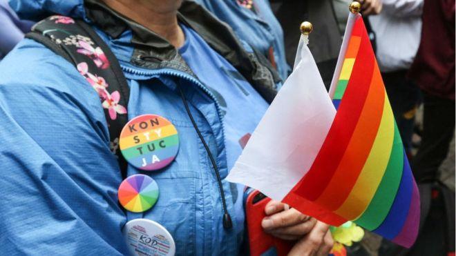 """Un archevêque qualifie le mouvement LGBT, de """"peste arc-en-ciel"""""""