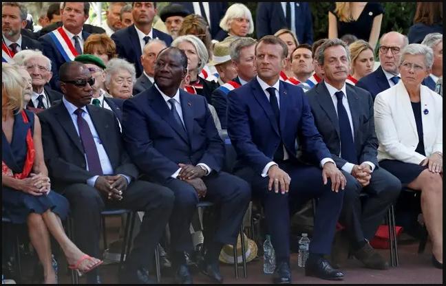 le président guinéen Alpha Conde, le président ivoirien Alassane Ouattara, le président français Emmanuel Macron et l'ancien président français Nicolas Sarkozy