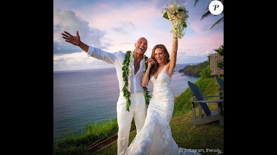 """PHOTOS - Dwayne """"The Rock"""" Johnson : Mariage surprise avec Lauren Hashian !"""