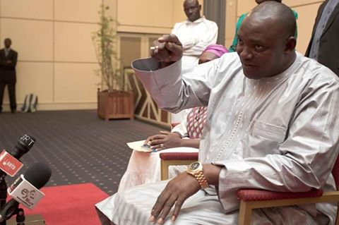 Remaniement ministériel en Gambie: Barrow nomme un ancien chef de la police controversé, à l'Intérieur
