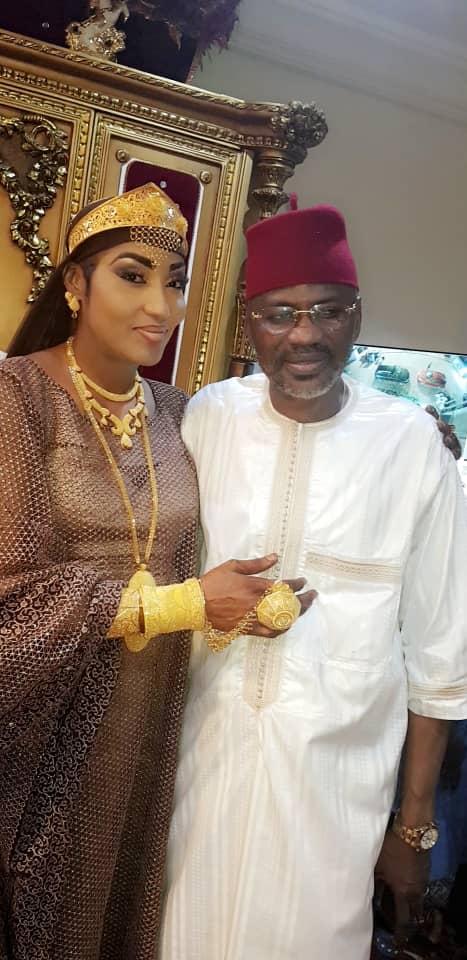 VIDEO + PHOTOS - Askia Touré et sa femme étalent leur l'or
