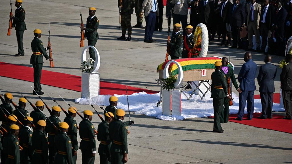 Arrivée à Harare de la dépouille de Robert Mugabe