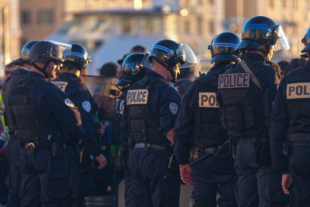 """""""Marche de la colère"""" à Paris, plus de 15 000 policiers  réclament de meilleurs conditions de travail"""