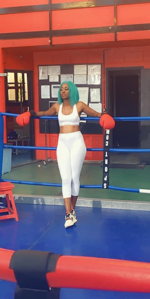 PHOTOS - Queen Biz plus hot que jamais en salle de sport