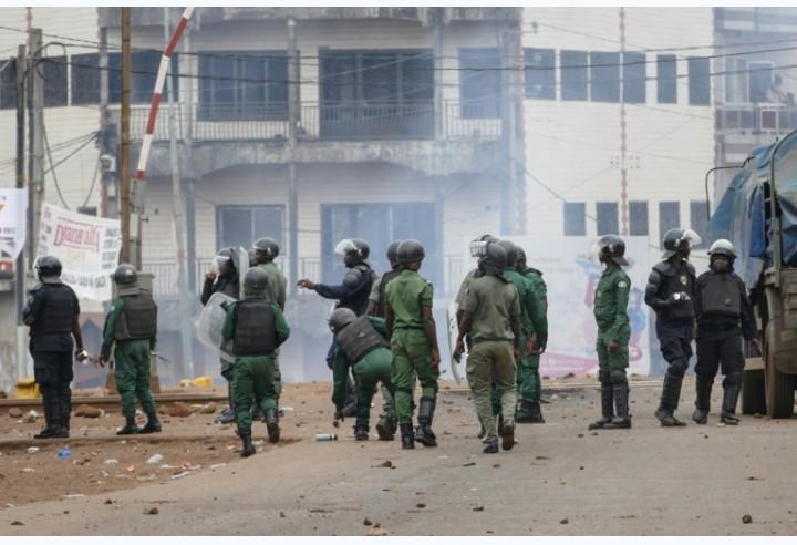 Guinée: les forces de sécurité massivement déployées, dispersent des manifestants à Conakry