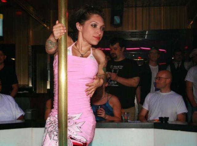 USA: Une actrice poignarde son compagnon en le surprenant au lit avec...