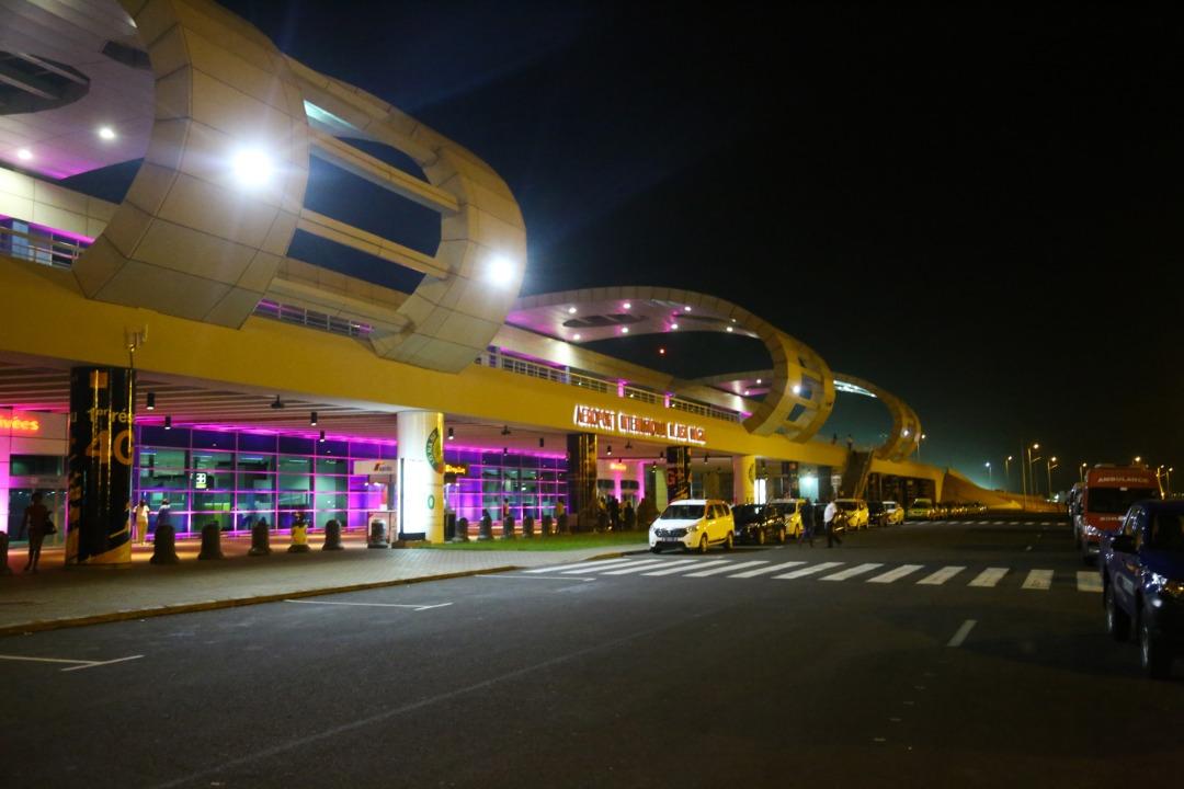 Octobre rose: Illumination de l'aérogare de l'aéroport Dakar Blaise Diagne en rose, pour interpeller…