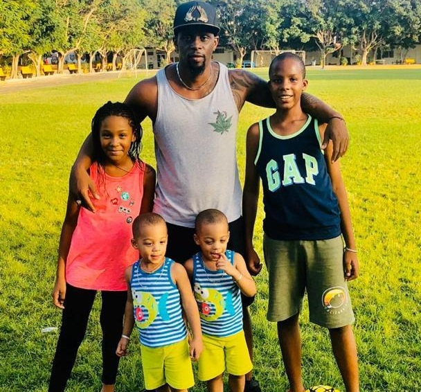 PHOTOS - La vie de Henry Camara en famille