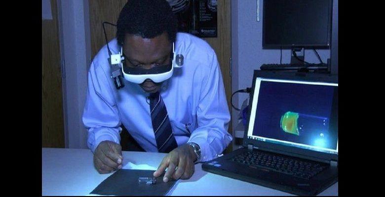 Un Nigérian invente une paire de lunettes pouvant repérer les cellules cancéreuses chez les humains