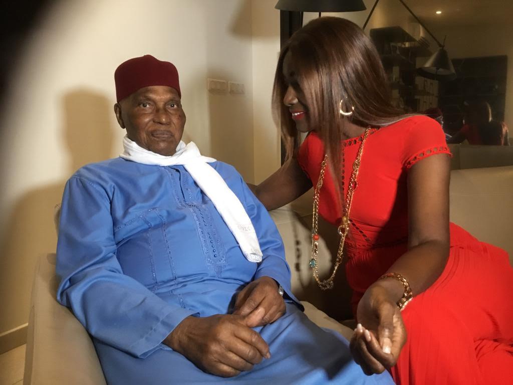 (PHOTOS) - Audience: Le président Abdoulaye Wade reçoit la chanteuse Coumba Gawlo Seck