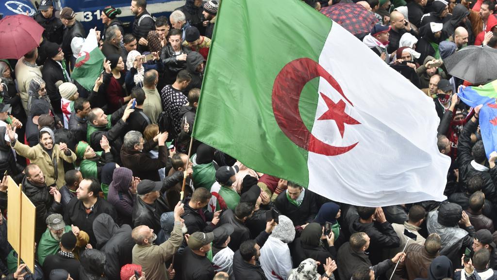 Présidentielle en Algérie: Un début de campagne électorale sous tension
