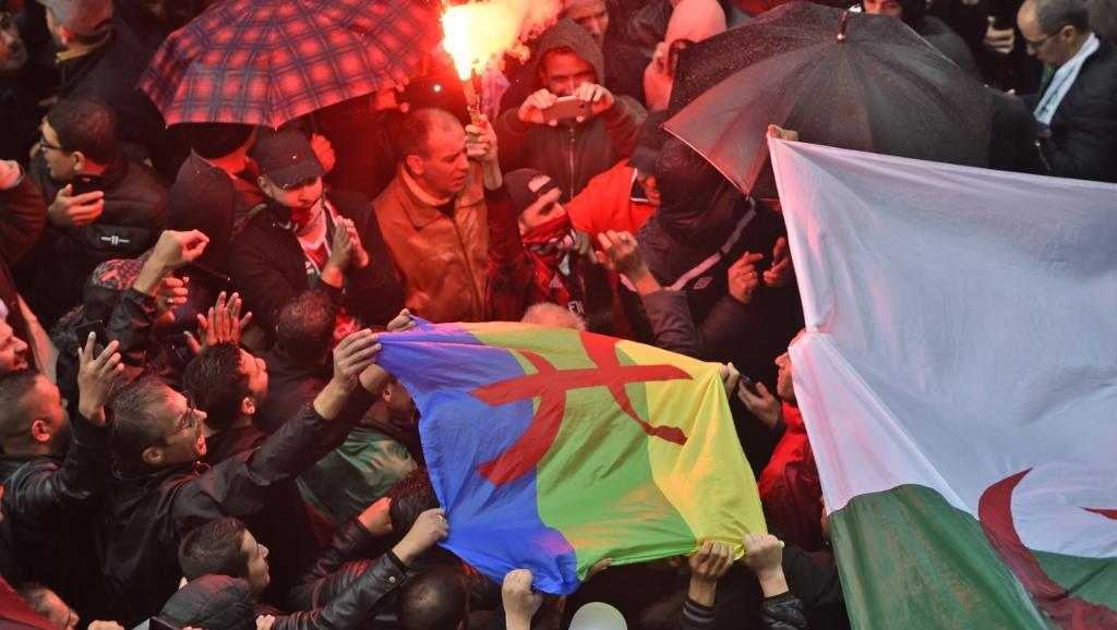 Algérie: Manifestation nocturne contre la présidentielle du 12 décembre