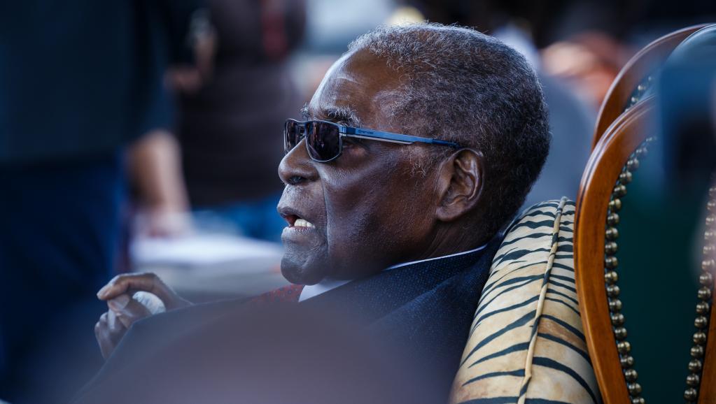 Deux ans après la chute de Mugabe, son héritage économique pèse sur le Zimbabwe
