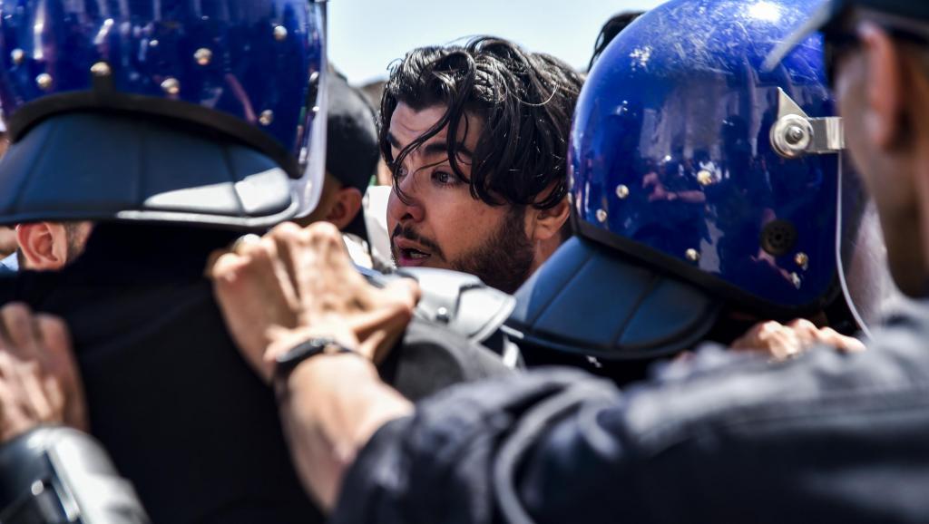 Algérie: Peines de prison ferme pour avoir entravé un rassemblement électoral