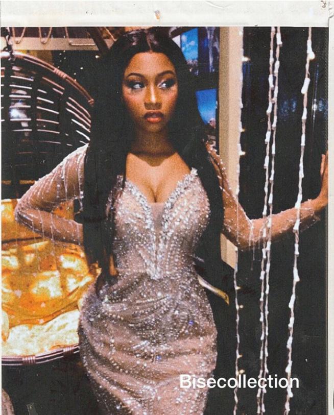 PHOTOS - Astar s'affiche à nouveau dans une robe de princesse et illumine la toile
