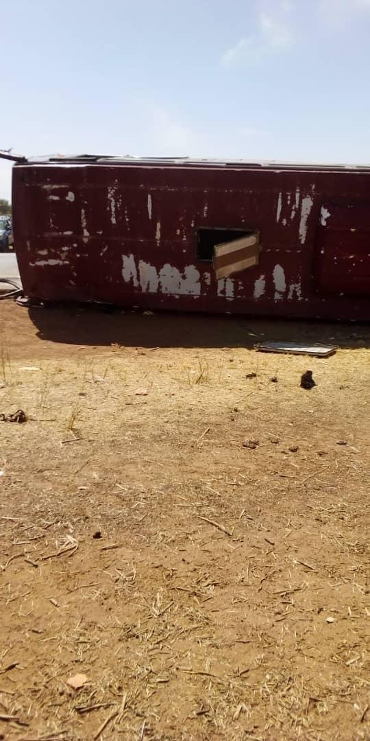 Urgent- Axe Kaffrine-Koungheul: Un bus Sénégal Dem Dikk s'est renversé et a fait des blessés graves