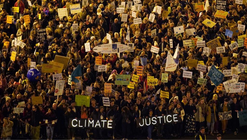 Climat: Des milliers de personnes défilent à Madrid en marge de la COP25