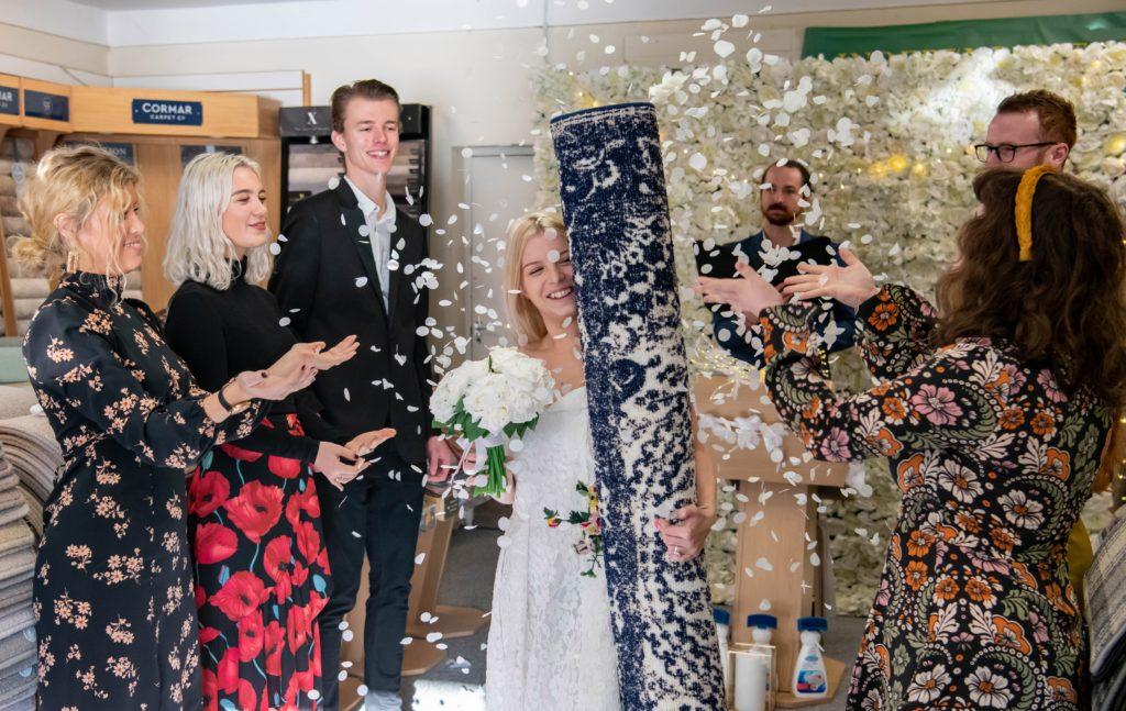 Royaume-Uni : Une mère célibataire épouse son tapis