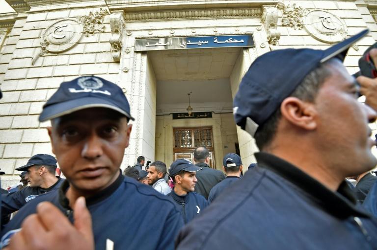 Algérie : deux anciens Premiers ministres condamnés à 12 et 15 ans de prison pour corruption