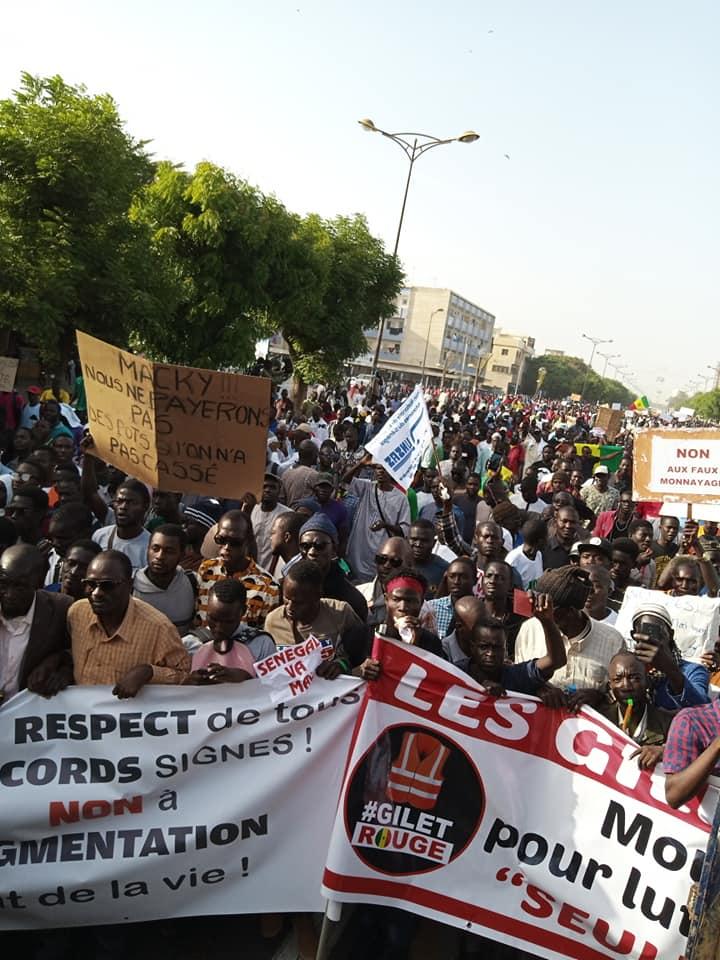 Marche contre la hausse du prix de électricité: le pari de la mobilisation réussi (images)