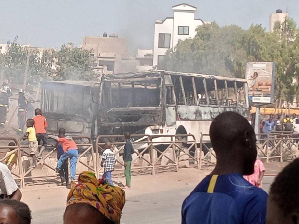 Urgent: Collège Yacinthe Thiandoum, deux bus prennent feu